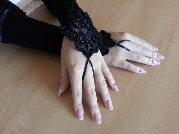 Długie używane rękawiczki