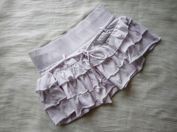 Biała falbankowa spódniczka