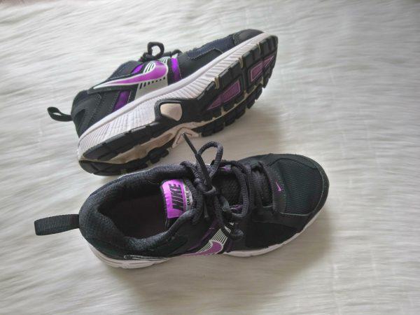 Czarno-fioletowe sportowe buty Nike