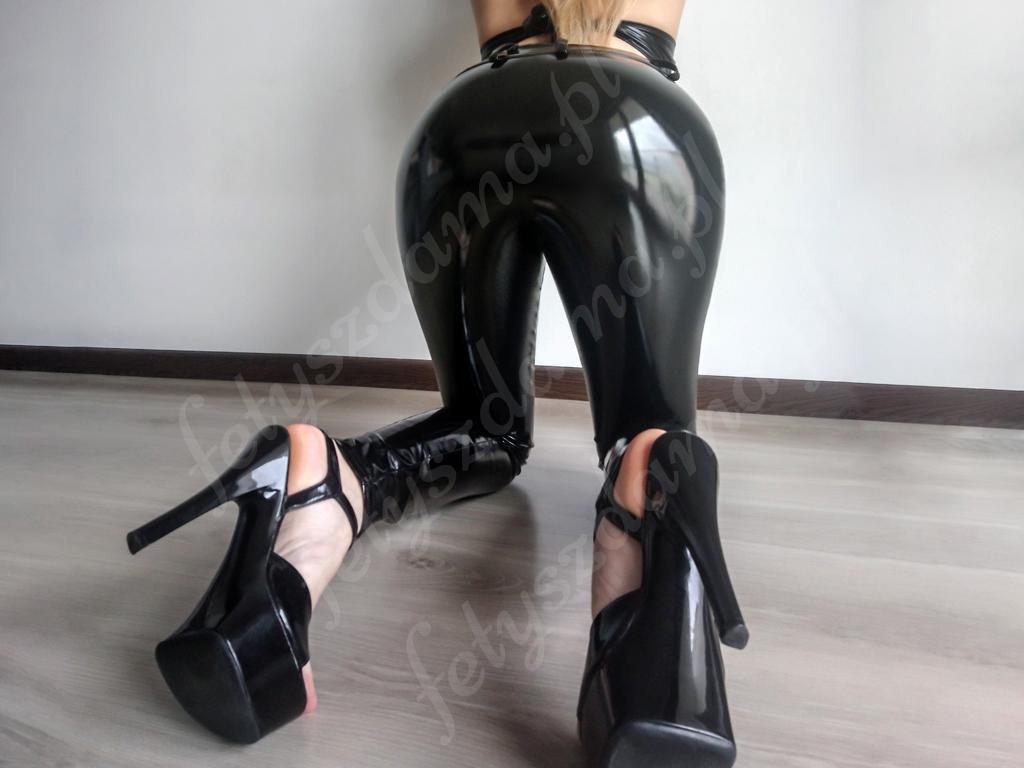 Czarne winylowe lateksowe spodnie
