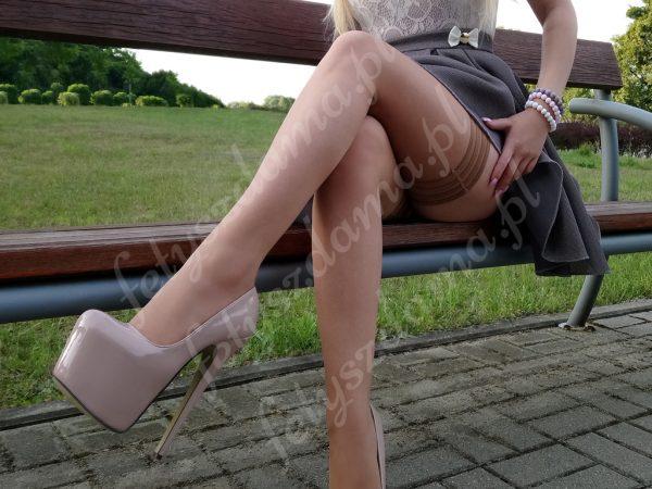 Beżowe lakierowane platformy