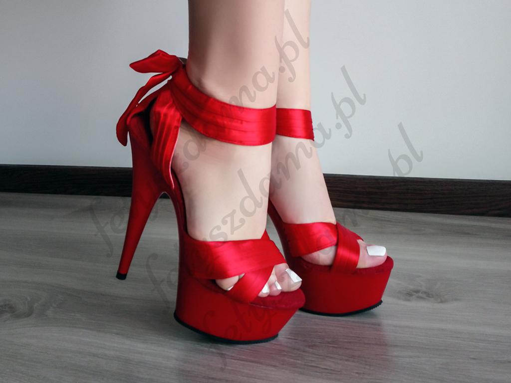 Czerwone sandałki Pleaser z kokardką na platformie