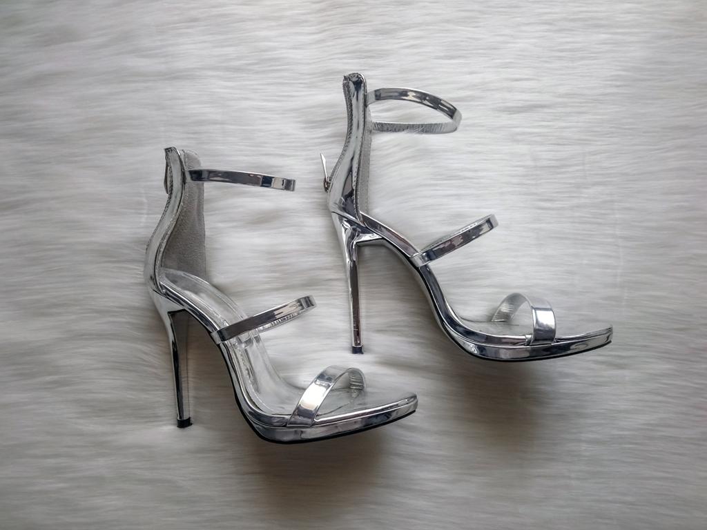Srebrne lustrzane sandałki